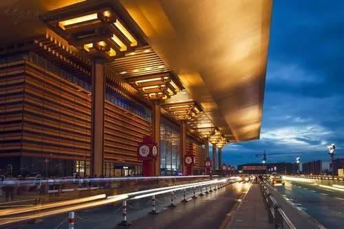 也许是中西合璧、兼收并蓄的南京南站。