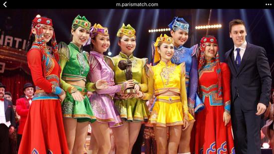 蒙特卡罗获奖集体照。(图片由内蒙古民族艺术剧院提供)
