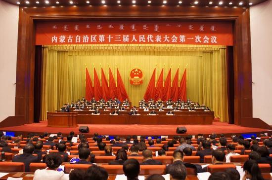 内蒙古自治区第十三届人民代表大会第一次会议举行第二次全体会议。内蒙古日报社融媒体记者 王皓摄