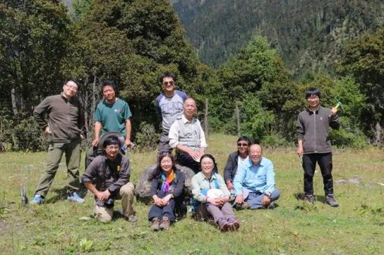 ▲藏草科研人员与中科院团队