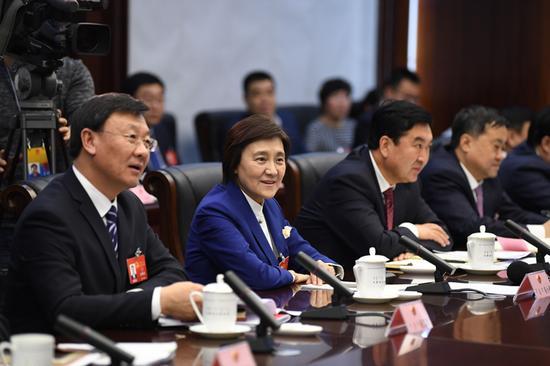 1月24日,自治区党委副书记、自治区主席布小林在包头市代表团参加分组审议政府工作报告。