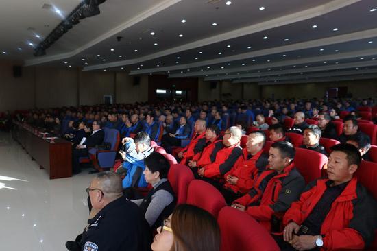 讲座现场。摄影/新浪内蒙古