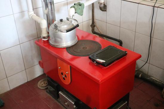 居民家中的洁净型煤专用炉具