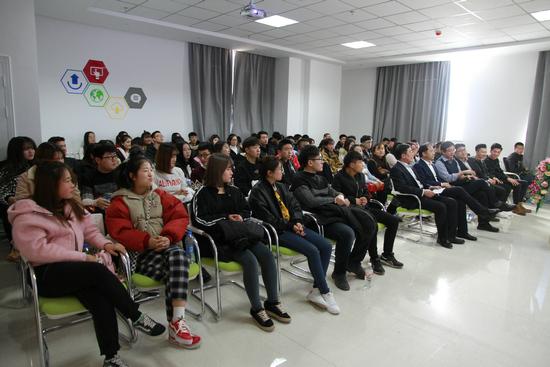 """""""创新杯""""全球学生科技大赛内蒙古分赛区启动现场"""