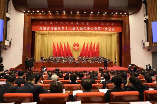 内蒙古自治区第十三届人民代表大会第一次会议开幕