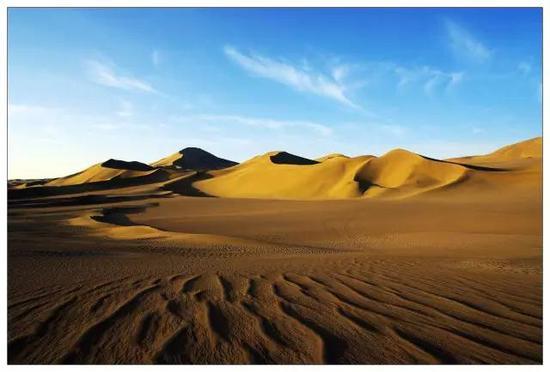 库布其国家沙漠公园(七星湖景区)坐落在鄂尔多斯市杭锦旗境内