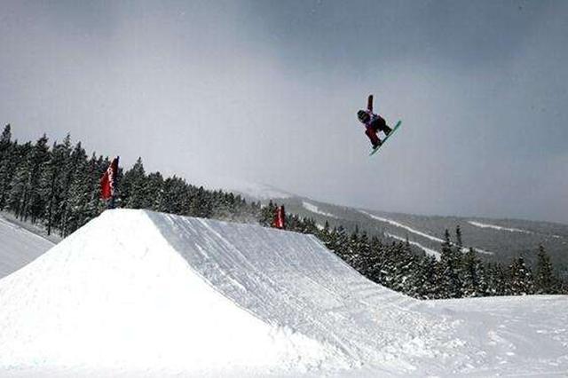 内蒙古运动员获全国单板滑雪大跳台男子组冠军