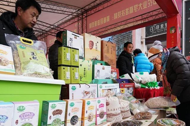 内蒙古扶贫开发工作会议在呼和浩特召开