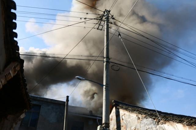 代州营村一民房起火 六旬老人身亡
