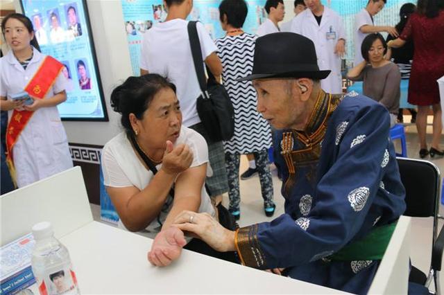 咏梅委员:加强蒙医全科医疗建设