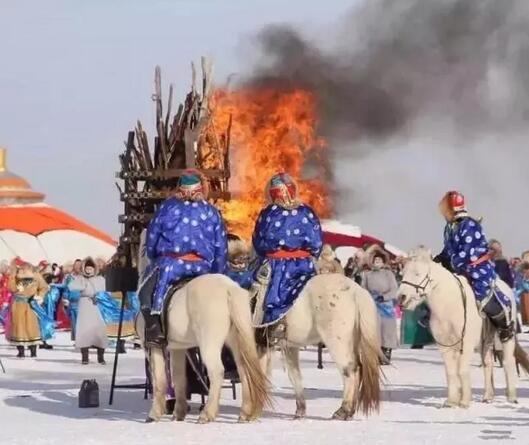 在银色西乌珠穆沁,观赏草原冰雪那达慕