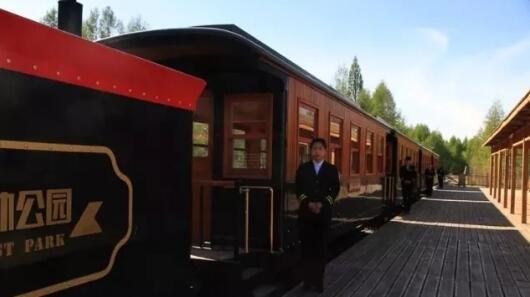 坐上小火车领略童话王国的浪漫