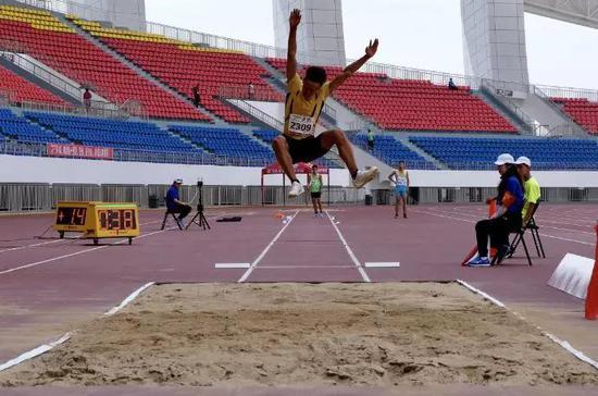 马海钰跳远获得铜牌。