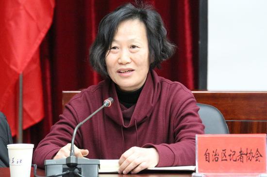 自治区记协秘书长贺玉莲