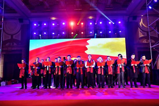成都杭州商会和淮州新城商会领导班子合唱《团结就是力量》《怒放的生命》