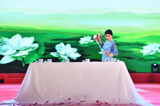 四川古玩收藏协会紫砂茶艺专委会茶艺表演《龙飞凤舞》