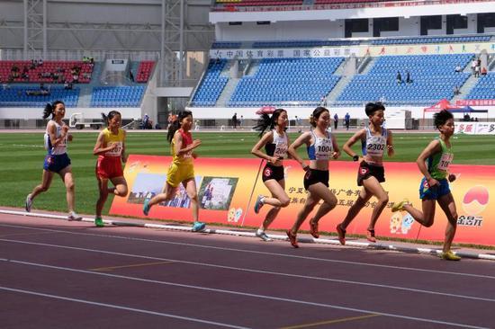 女子甲组 800米决赛。