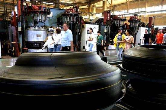 神州轮胎生产车间。