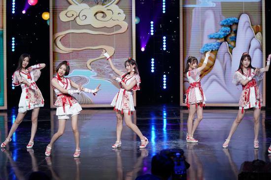 SING女团亮相央视中秋大会 电子国风送节日祝福