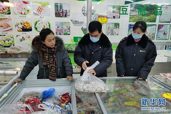 对农贸市场海鲜店进行专项检查