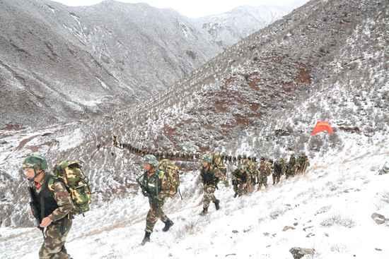 2016年2月23日,中队官兵野营拉练。孙辉/摄(资料图片)