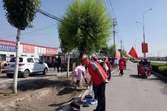 村民积极参与农村人居环境整治工作