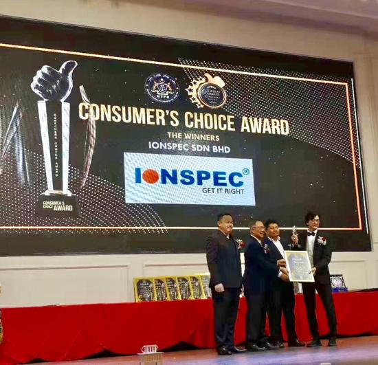图:孙利方博士IONSPEC有氧健康眼镜荣获马来西亚消费者最佳品牌