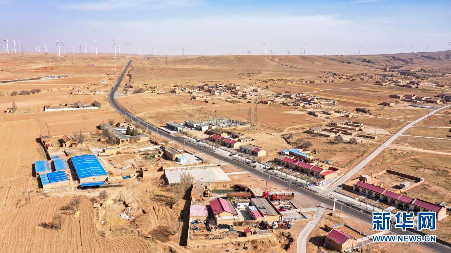 这是2月11日拍摄的宁夏盐池县大水坑镇红井子村(无人机照片)。