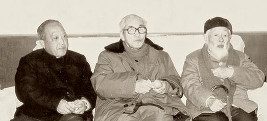 20世纪70年代中期赵冷月与关良、朱屺瞻合影。