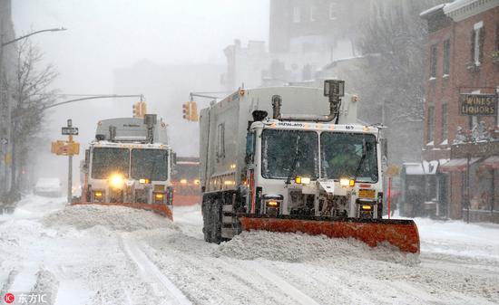 波士顿道路上积雪严重。