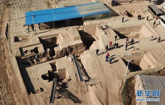 这是12月1日拍摄的宁夏彭阳县姚河塬商周遗址发掘现场