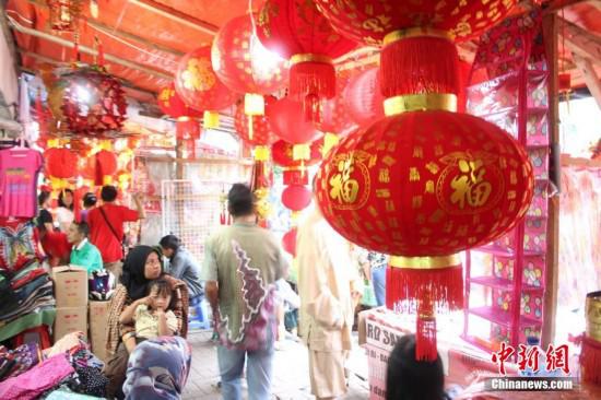 2015年,春节前的印尼唐人街洋溢着喜庆年味。顾时宏 摄