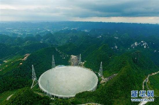 这是航拍的500米口径球面射电望远镜(FAST)全景(2017年8月9日摄)。新华社记者 欧东衢 摄