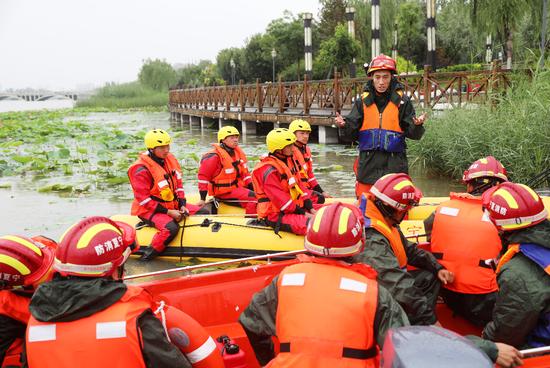银川消防开展水上救援训练