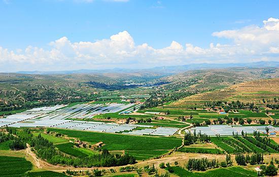 彭阳县红茹河流域万亩设施农业产业带。(资料图片)