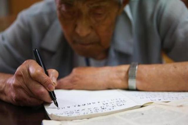 """宁夏平罗:74岁老人""""上学记"""""""