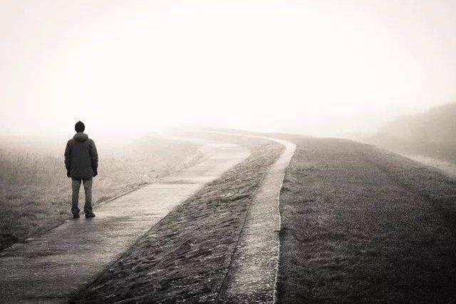 """孤独成""""流行病""""?调查显示半数美国人觉得孤独"""