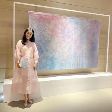 著名收藏家王凯丽现身上海大剧院,穿出中装最美的样子