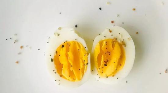 每天到底能吃几个鸡蛋?听听科学的胆固醇饮食建议