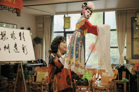 王芸老师演唱并表演《京韵偶戏》