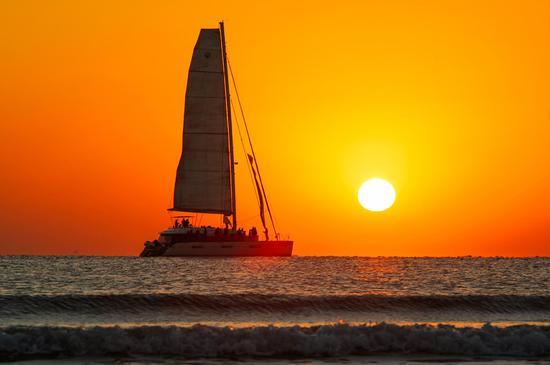 《初光先照》摄于日照万平口景区海岸