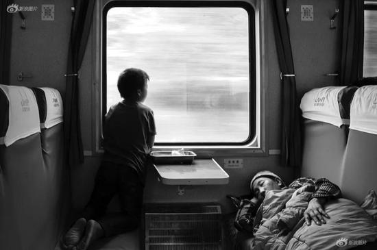《远行的孩子》摄影:@MrChina(来自图虫网征稿)
