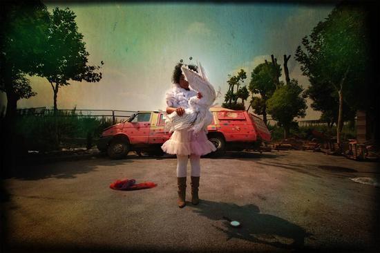 马良,《衣锦夜行记之一正午的天使》,2005