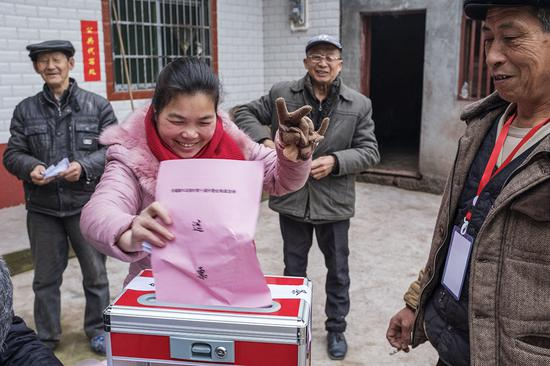 村委会换届选举 黄世辉摄