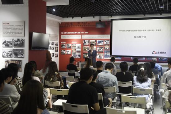 新京報攝影部首席記者趙亢做主旨演講