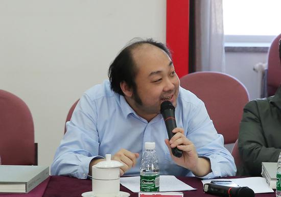 许华飞在研讨会上发言。摄影:徐申