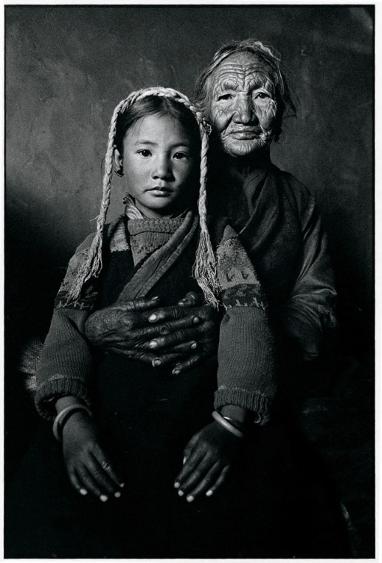 外祖母和外孫女(呂楠/攝)