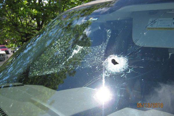 停火协议生效后 以色列警方冲入清真寺投掷震荡弹