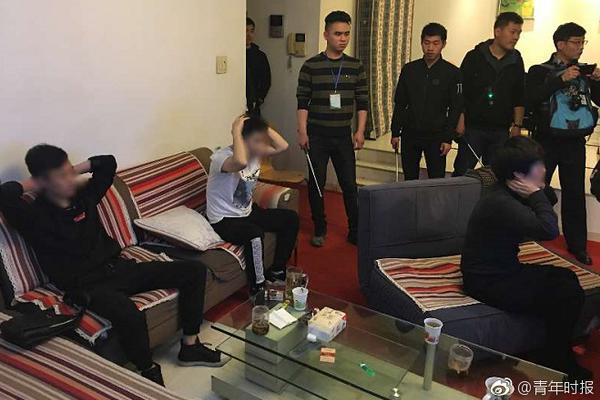 伊朗万众悼念苏莱曼尼,哈梅内伊一度落泪:严厉的报复即将降临