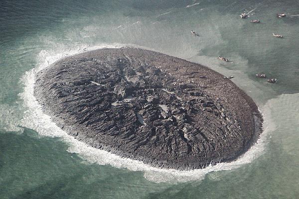 """巴基斯坦海湾六年前强震后""""诞生""""神秘小岛正在消失"""